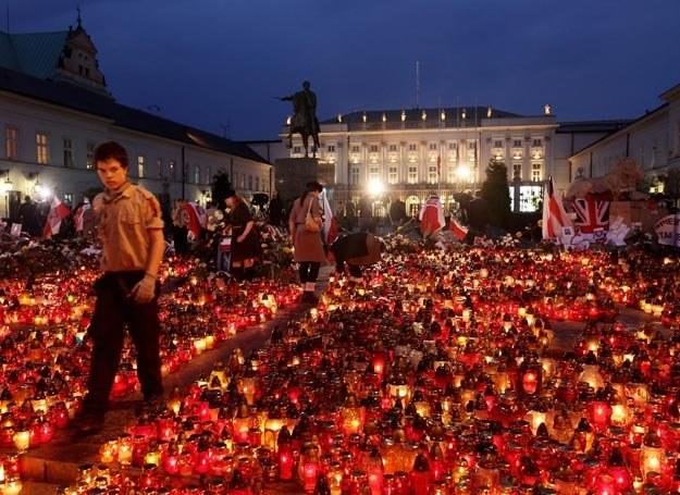 Trauma jest współczuciem w tragedii, poczuciem więzi... /Getty Images/Flash Press Media