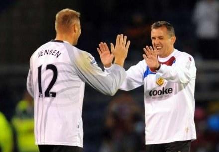 Trener Burnley, Owen Coyle (z prawej) tak radował się z pokonania Man Utd /AFP