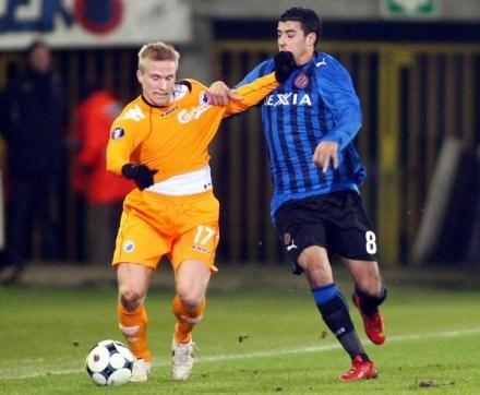 Trener FC Kopenhaga (pomarańczowe koszulki) uważa, że Man City niszczy piękno futbolu /AFP