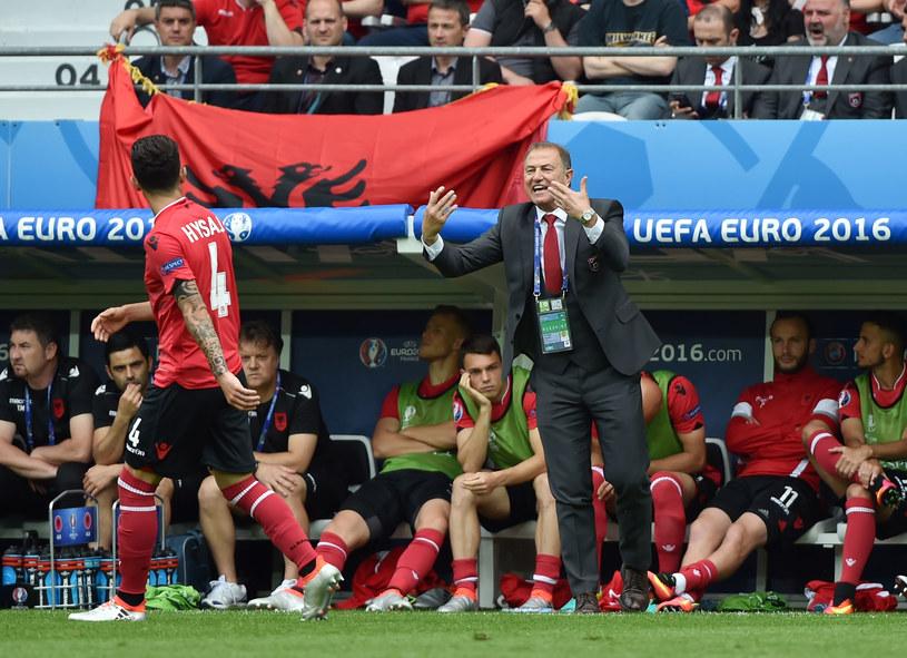 Trener Gianni De Biasi podpowiada coś Elseidowi Hysajowi /AFP