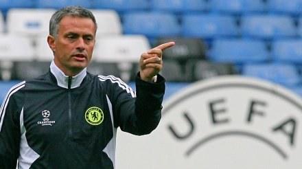 Trener Interu Jose Mourinho musi znaleźć nowego asystenta. /AFP