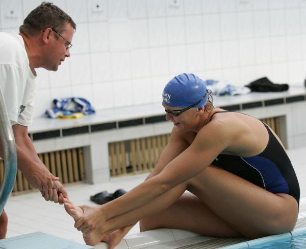 Trener kadry pływaków Paweł Słomiński i Otylia Jędrzejczak. Fot. Marek Biczyk /Agencja Przegląd Sportowy