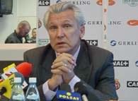 Trener Kasperczak ma o czym mysleć po spotkaniu we Wronkach /INTERIA.PL