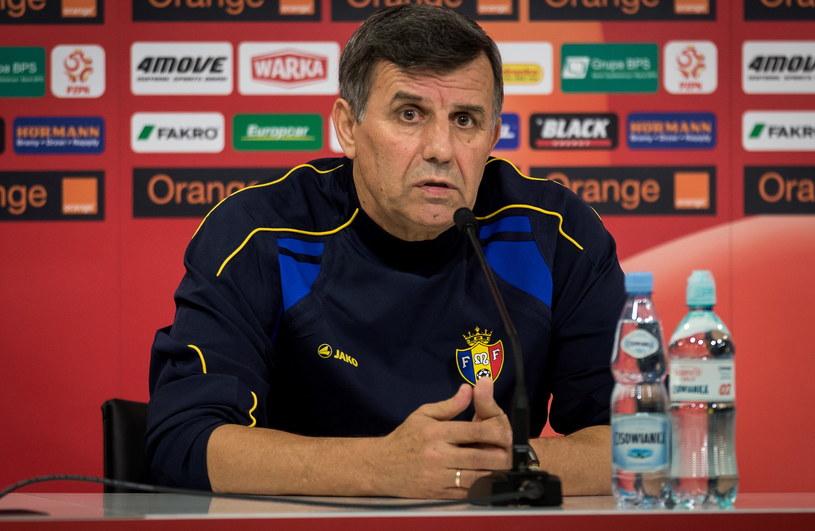 Trener piłkarskiej reprezentacji Mołdawii Ion Caras podczas konferencji prasowej we Wrocławiu /Maciej Kulczyński /PAP