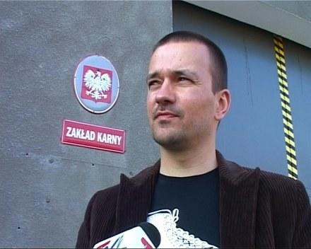 Trener Rafał Ulatowski przed zakładem karnym /Informacja prasowa