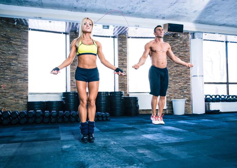 Trening cardio skutecznie spala tłuszcz /©123RF/PICSEL