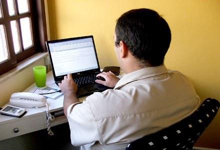 Treść fałszywego maila może z łatwością skłonić do pobrania groźnego pliku  fot. Bruno Neves /stock.xchng