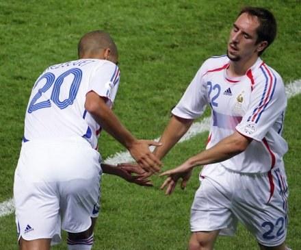 Trezeguet (tyłem) zapewnia, że Ribery jest niezbędny dla Juventusu /AFP