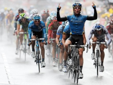 Triumfujący Mark Cavendish /AFP