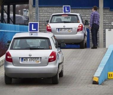 Trudniejszy egzamin, mniejsze uprawnienia kierowców