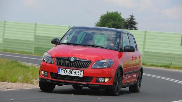 Trudno oprzeć się wrażeniu, że Skoda Fabia Monte Carlo to samochód sportowy. /Motor