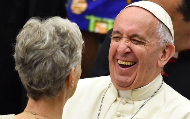Trudno powiedzieć, czy papież Franciszek uruchomi otrzymaną grę, ale sam gest z pewnością docenił /AFP