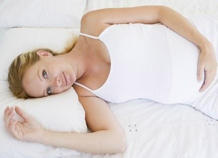 Trudności ze spaniem często pojawiają się, kiedy brzuszek jest już całkiem spory /© Panthermedia