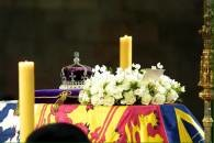Trumna z ciałem królowej-matki w Westminster Hall /RMF24.pl
