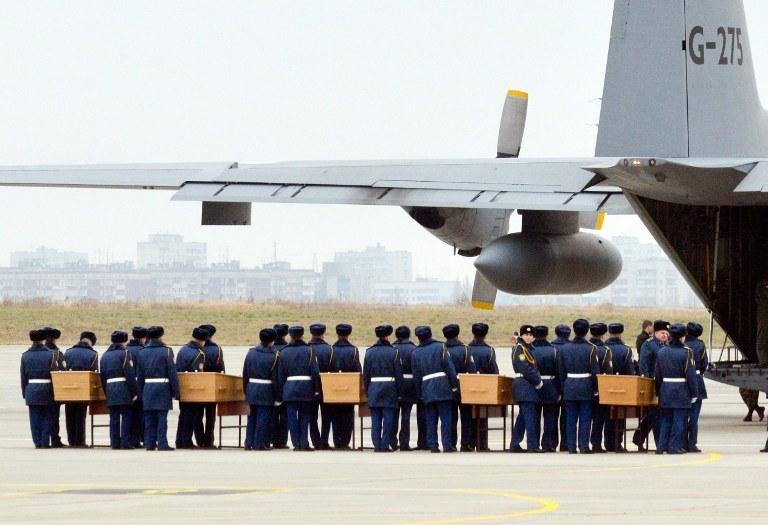 Trumny z pasażerami MH17 /SERGEY BOBOK / AFP /AFP