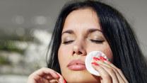 Trwałość makijażu można poprawić za pomocą kilku trików. Jakich?