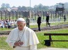 """""""Trzeci papież, który odwiedził Auschwitz, jest pierwszym, który może milczeć"""""""