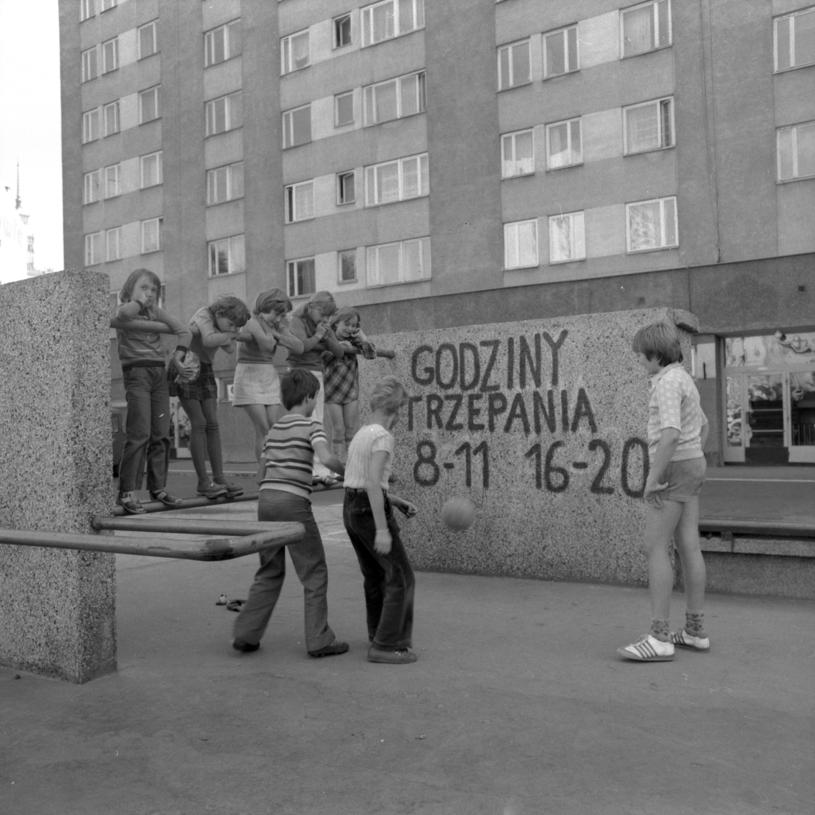 Trzepak i kawałek betonowej ściany musiał nam wystarczyć /Hanna Musiałówna /Agencja FORUM