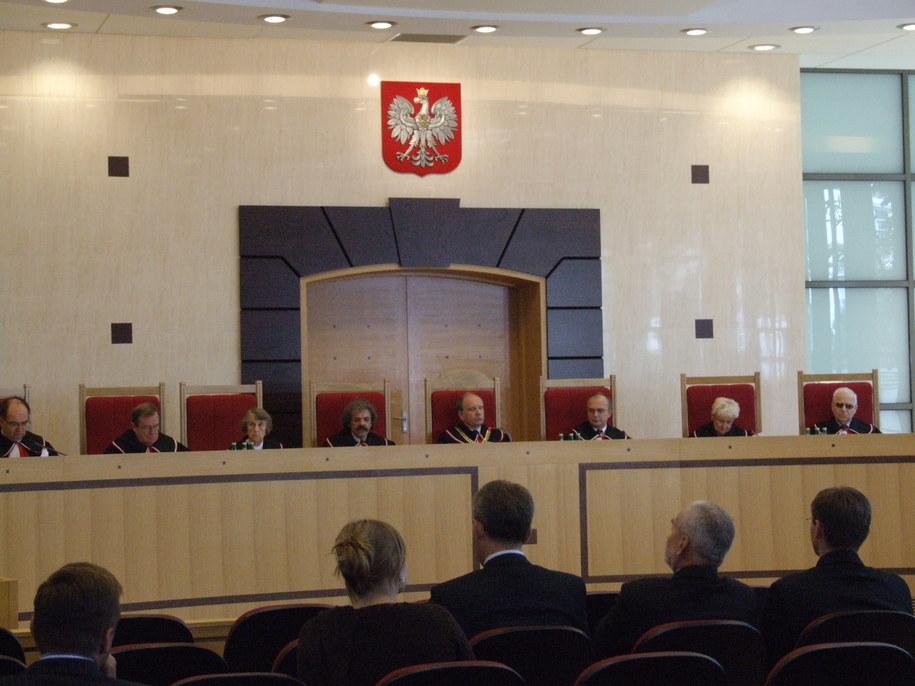 Trzy artykuły ustawy o zaopatrzeniu emerytalnym funkcjonariuszy służb mundurowych są niezgodne z konstytucją - tak orzekł Trybunał Konstytucyjny /Agnieszka Milczarz /RMF FM