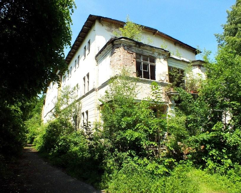 Trzy dekady wystarczyły, by dawne sanatorium MSW w Barcinku zmieniło się w ruinę. Fot. Sz. Wrzesiński. /Odkrywca