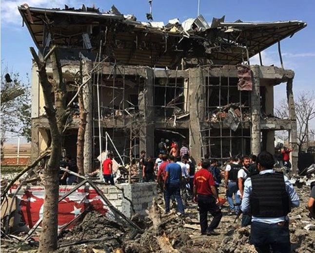 Trzy osoby zginęły w zamachu bombowym niedaleko Diyarbakir, fot. CNN Turk /