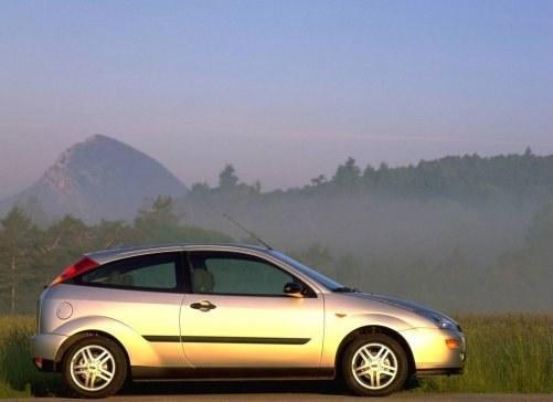 Trzydrzwiowy – te wersje cieszą się zainteresowaniem młodych ludzi. O atrakcyjności decyduje kolor nadwozia i felgi. Silnik jest mniej istotny. /Ford