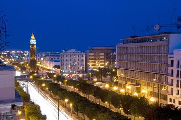 Tunis nocą, ulica Habib Bourguiba /123/RF PICSEL