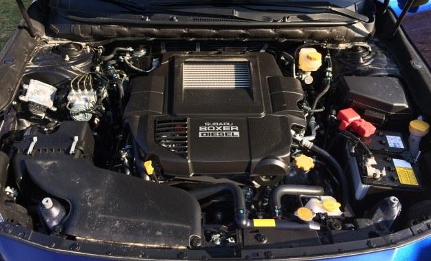 Turbodiesel emituje o połowę mniej tlenków azotu i ma mniejszy stopień sprężania (15,2 zamiast 16:1) niż stosowany dotychczas. Pojemność, moc i moment bez zmian: 2 litry, 150 KM oraz 350 Nm. /Motor