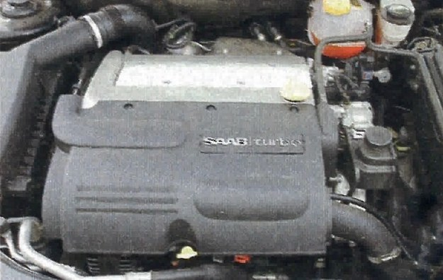 Turbodoładowane silniki są jedną z wizytówek Saaba. Ten w testowanym cabrio dostarcza solidne 210 KM i 300 Nm. /Motor