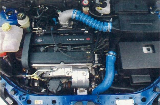 Turbodoładowany silnik Forda gwarantuje znakomite osiągi, lecz w aucie z napędem jednej osi lepiej sprawdza się słabsza jednostka wolnnossąca. /Motor