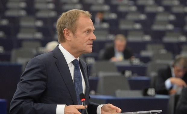 Tusk będąc w Warszawie chce zaliczyć punkty w Brukseli