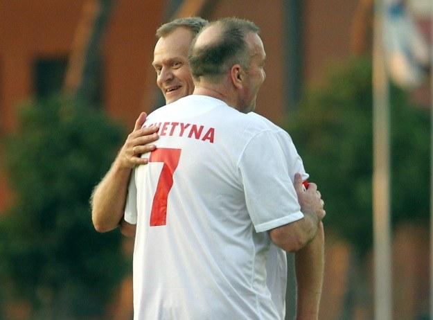 Tusk i Schetyna podczas wczorajszego meczu we Włoszech / fot. R. Pietruszka /PAP