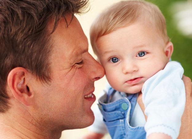 Tuż po narodzinach malucha mężczyźnie spada poziom testosteronu we krwi /© Panthermedia