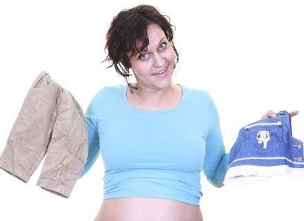 Twój brzuch osiąga coraz bardziej imponujące rozmiary, a ty doświadczasz sprzecznych emocji /ThetaXstock