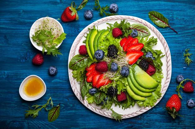 Twoja dieta powinna być dopasowana do ciebie. Musi uwzględniać sygnały płynące z twojego ciała, środowisko, w którym żyjesz oraz sezonową dostępność produktów. /©123RF/PICSEL