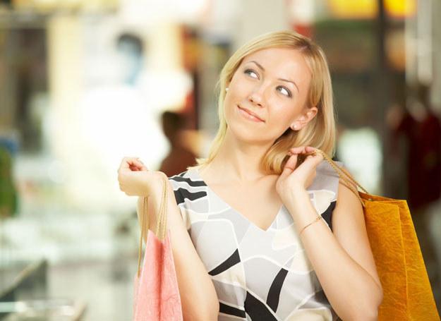 Twoja szafa jest pełna różnokolorowych ciuszków czy też od lat jesteś wierna tej samej barwie? /©123RF/PICSEL