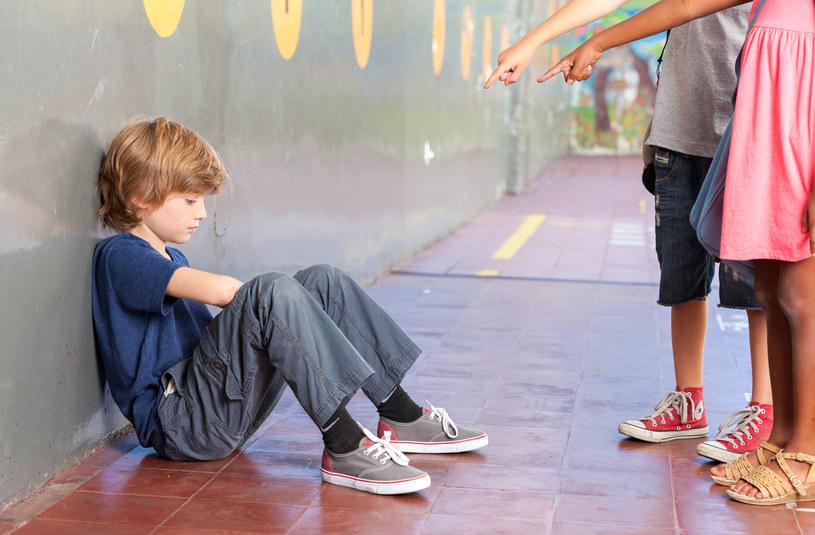 Twoje dziecko pomoże krzywdzonemu koledze, jeśli nie przyłączy się do prześladujących /123RF/PICSEL