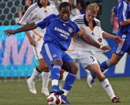 Ty Harden (za Didierem Drogbą) został urzędnikiem, bo nie mógł wyżyć z gry w piłkę w MLS /AFP