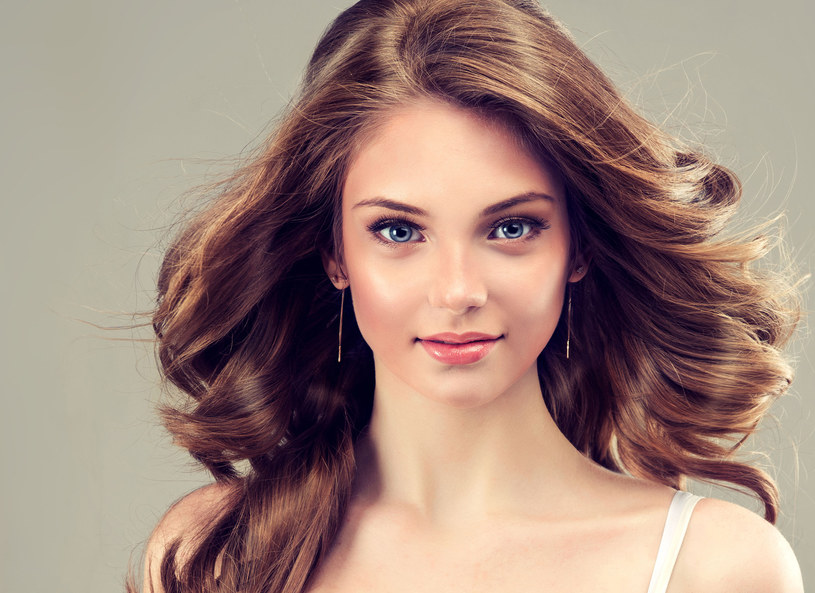 Ty też możesz mieć efektowną fryzurę /123RF/PICSEL