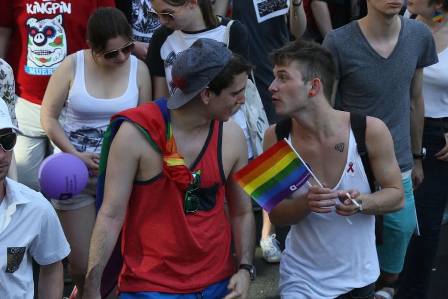 Tylko kilkaset par jednopłciowych rocznie chciałoby w Polsce zalegalizować swój związek /Tomasz Gzell /PAP
