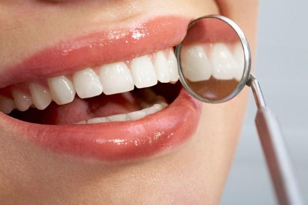 Tylko odpowiednia higiena i regularne wizyty u dentysty zapewnią ci piękne zęby /123/RF PICSEL