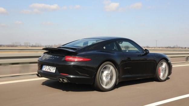 Tylny spoiler podnosi się automatycznie przy prędkości 120 km/h. Chowa się, gdy samochód zwolni poniżej 80 km/h. /Motor