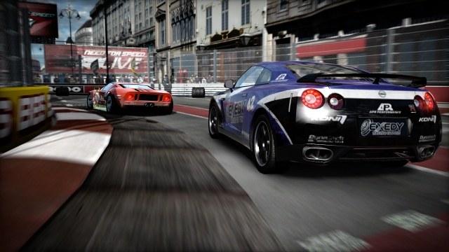 Tym razem, twórcy postawili na realizm i potężne samochody /INTERIA.PL