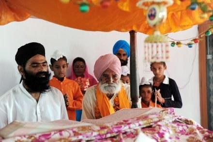 Typowa sikhijska rodzina /AFP