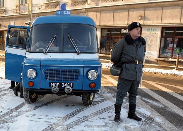 Typowy widok okresu stanu wojennego. Tu na rekonstrukcji / Fot: Łukasz Solski /East News