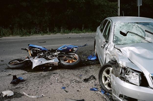 Typowy wypadek. Auto wymusza pierwszeństwo na pędzącym motocyklu / Fot: Michał Wojciechowski /Reporter