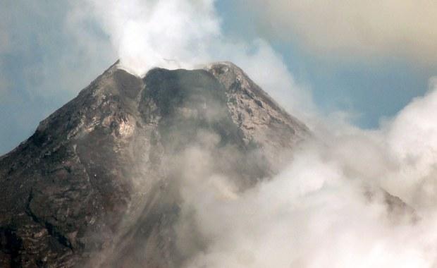 Tysiące ewakuowanych, wulkanolodzy ostrzegają. Mayon daje o sobie znać