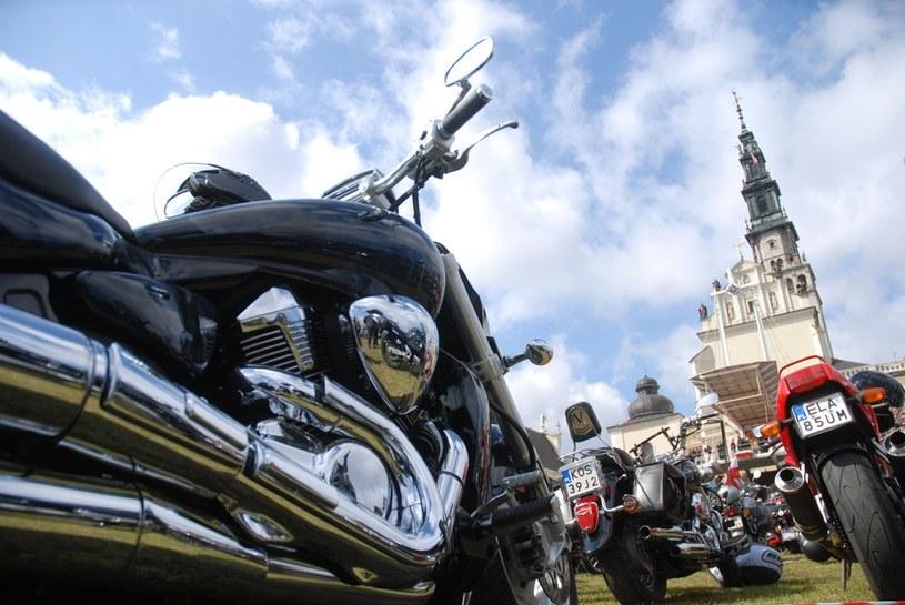 Tysiące motocyklistów modlących się na Jasnej Górze /Jakub Wosik  /Reporter