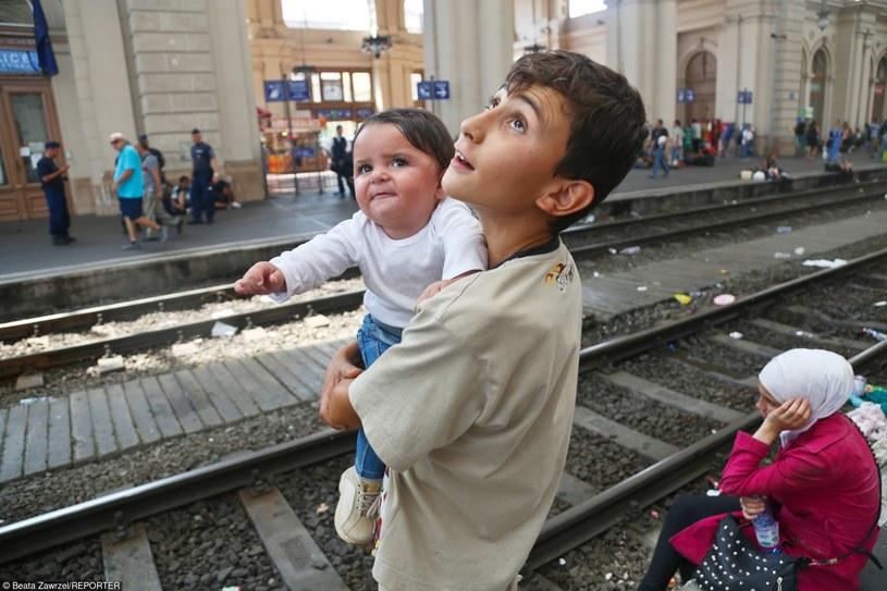 Tysiące uchodźcow z Syrii koczuje na dworcu kolejowym Keliti /Beata Zawrzel/REPORTER /East News