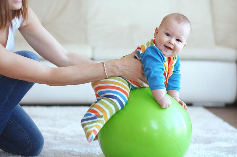 U niemowląt terapeuta oceni czy rozwój ruchowy jest adekwatny do wieku /123RF/PICSEL
